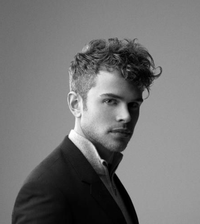 coiffure homme boucle court