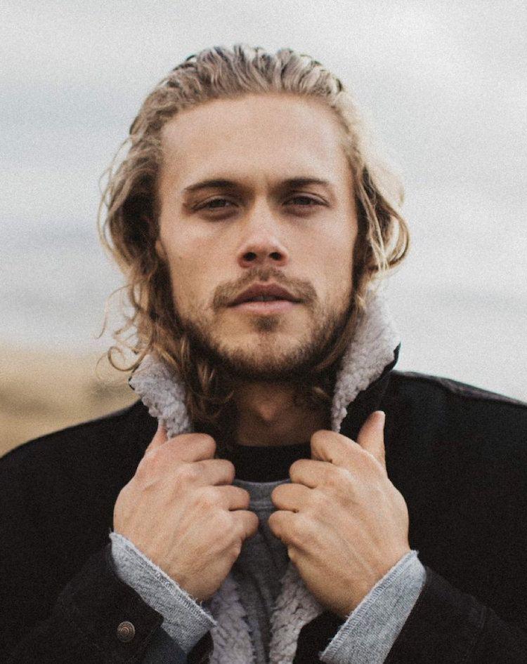 coiffure homme mi long frise
