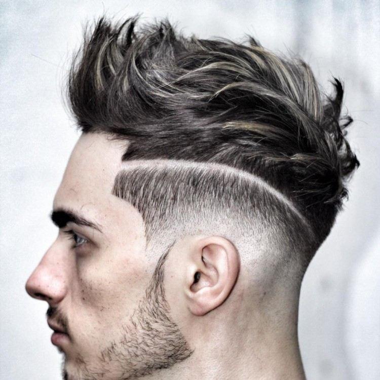 coupe de cheveux homme avec 2 trait sur le cote