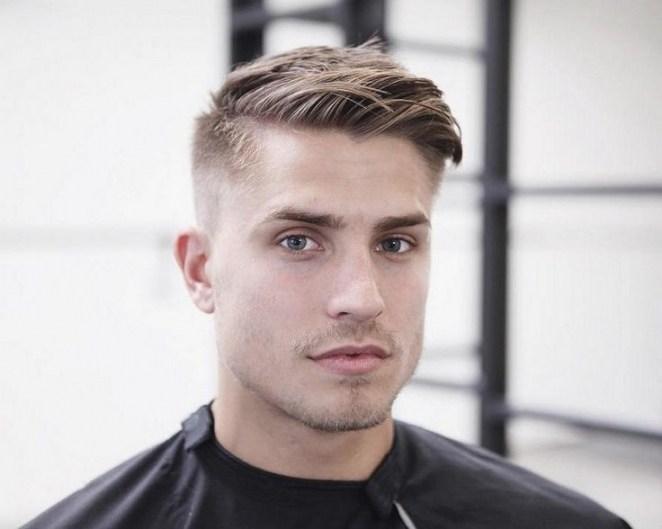 coupe de cheveux homme blond yeux bleu