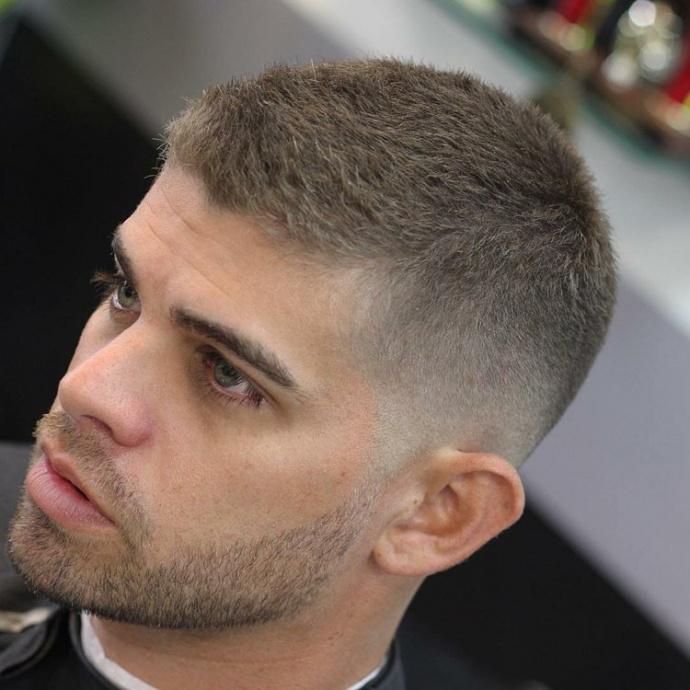 coupe de cheveux homme court cote