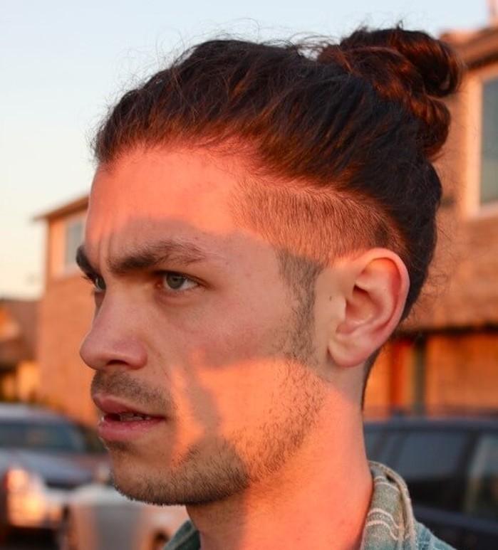 coupe de cheveux homme court sur les cotes long dessus