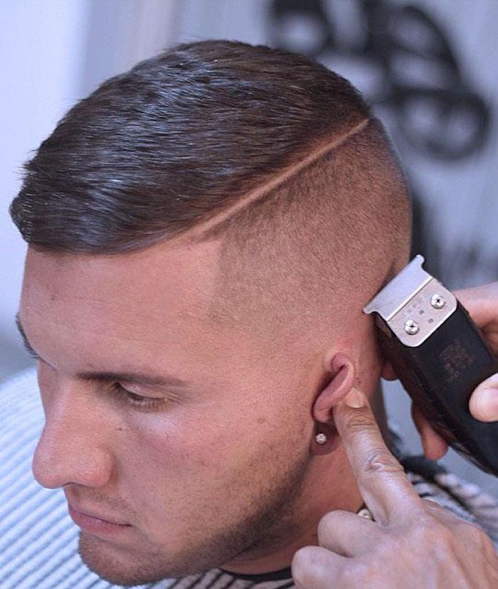 coupe de cheveux homme degrade avec un trait