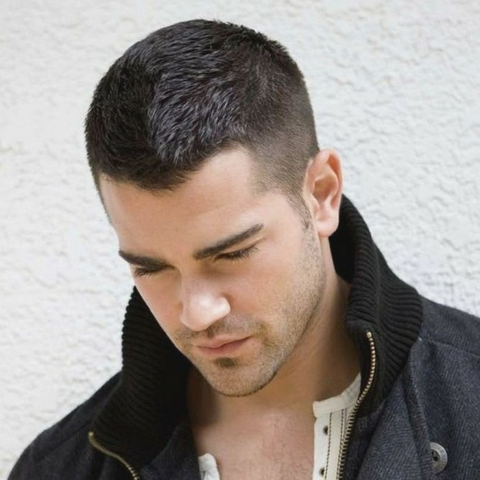 coiffure homme front fuyant
